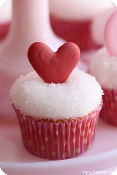 Valentine's Day Cupcake Decorating, Mygrafico Party Ideas & Giveaways, 2014 Valentines Day Cupcakes,  Lover's Day Cupcakes