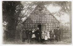 Wendland-Archiv - Personen vor Gehöft der Familie Pengel