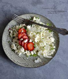 Sommersalat med blomkål, chilimarinerede jordbær