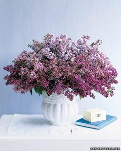 Blommor är en enkel väg till lycka. Blir inspirerad av detta när jag ser bilder på Facebook från en vän som går floristutbildning och visar det ena arrangemanget vackrare än det andra. Bilden kommer från www.marthastewart.com.