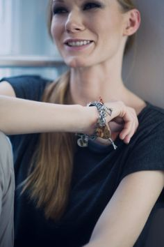 Bransoletka z zapewnionym szczęściem wszak przynosi je czterolistna koniczynka:) Charms, Brooch, Bracelets, Jewelry, Fashion, Moda, Jewels, Fashion Styles, Schmuck