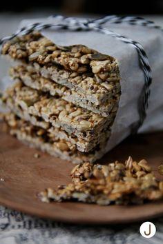 seed bread. Siemennäkkäri  ->  http://diyjenny.blogspot.fi/2015/01/siementa-nakkariin.html