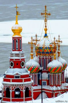 Cathedral Church of the Blessed Virgin Mary in Nizhny Novgorod. Date of construction of the last building 1701 Stone two-storey five-domed church with a separate bell tower high, built by merchants Stroganov. Architectural style - Stroganov Baroque.