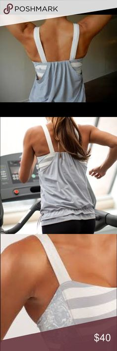 Lululemon Run: Back On Track Tank Silver Slate / Micro Macro Stripe Polar Cream Silver Slate / Rose Herringbone Printed Po        the built-in bra has removable cups so you can adjust the shape and level of coverage  go ahead and make a stink - the Silverescent Jacquard Mesh has anti-odour properties    fabric(s): Power Luxtreme(R), Silverescent(R) Jacquard Mesh  properties: moisture-wicking, chafe-resistant, breathable, four-way stretch  shelf bra: yes  support level: medium  coverage…