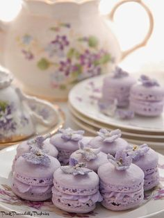 Violet Macarons for Tea! Pink Piccadilly Pastries: Violet Macarons for Tea! French Macaroons, Pink Macaroons, My Tea, Cookies, High Tea, Tea Time, Sweet Treats, Dessert Recipes, Picnic Recipes