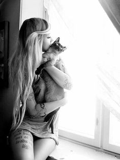 Sara Fabel with her kitty cat Mango:) A fellow Tattooed cat lady. Love Tattoos, Sexy Tattoos, Unique Tattoos, Tattoo Girls, Girl Tattoos, Cat Tattoos, Tattoo Cat, Thigh Tattoo Placements, Young And Beautiful