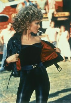 """21 Things You Didn't Know About The Movie """"Grease"""" Sandy from Grease played by Olivia Newton-John Mehr Grease Sandy, Sandy Grease Costume, Grease Costumes, Grease Outfits, Sandy Grease Outfit, Iconic Movies, Iconic Characters, 90s Movies, Costumes Sexy Halloween"""