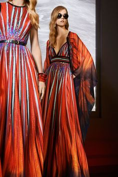 Elie Saab Resort 2018: Beautiful dresses with the same color combination! The colors reminds me of the sunset!