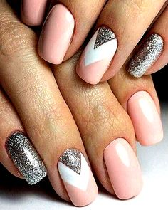 Nail art is a very popular trend these days and every woman you meet seems to have beautiful nails. It used to be that women would just go get a manicure or pedicure to get their nails trimmed and shaped with just a few coats of plain nail polish. Chic Nail Art, Chic Nails, Stylish Nails, Prom Nails, Long Nails, My Nails, Short Nails, Cute Gel Nails, Homecoming Nails