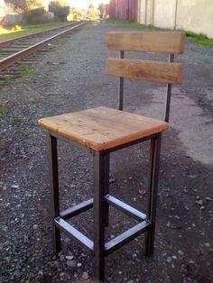 bar stool                                                                                                                                                      Mais