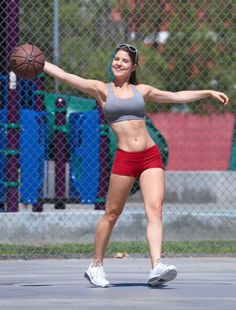 LA comic and Playboy Playmate Amanda Cerny playing basketball ... in Beverly Hills (?)