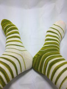 Ravelry: Fish Lips Kiss Heel pattern by Sox Therapist Source by Crochet Socks Pattern, Knit Crochet, Stitch Patterns, Knitting Patterns, Lip Shapes, Socks And Heels, Yarn Colors, Knitting Socks, Sock Shoes