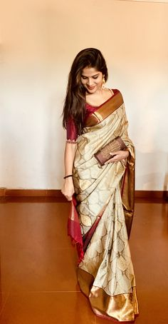 Tattoo trend: models of Saree silk blouses Pattu simple catalog - Trend Tattoo models of Saree silk blouses Pattu simple catalog One great thing ab Kerala Saree, Indian Beauty Saree, Latest Silk Sarees, Bengali Saree, South Indian Sarees, Soft Silk Sarees, Sari Design, Diy Design, Bandeau Outfit