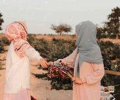 Arab Girls Hijab, Muslim Girls, Lifetime Friends Quotes, Best Friend Poses, Birth Photos, Baby Photos, Stylish Girls Photos, Cute Girl Photo, Friend Photos