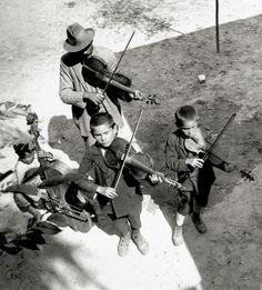 Gypsies, Balaton, Hungary. 1931 Eva Besnyo