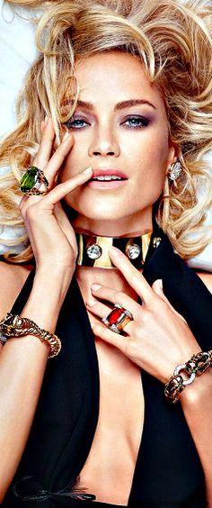 Glamour Girls ~ Carolyn Murphy for David Webb Carolyn Murphy, David Webb, Jewelry Ads, Vintage Jewelry, Bold Jewelry, Jewelry Trends, Escote Sexy, Fashion Magazin, Jewelry