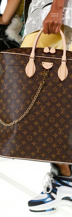 8dab6736879a Louis Vuitton Spring 2018 RTW Burberry Handbags