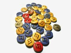 wood vintage buttons Sewing buttons Round buttons Decorative buttons Mix color Sewing supplies Diy buttons Craft supplies by Neda Diy Buttons, Vintage Buttons, Retro Vintage, Diy And Crafts Sewing, Diy Crafts, Online Gift, Button Crafts, Sewing A Button, Color Mixing