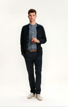 Chambray shirt / navy chinos