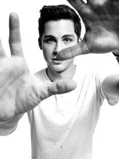 600full-logan-lerman.jpg (510×680)