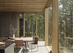 Ultramoderne Architektur in ursprünglicher Natur – Whidbey Farm Retreat Casa Wabi, Modern Glass House, Polished Concrete Flooring, Custom Dining Tables, Agricultural Buildings, Whidbey Island, Refuge, Maine House, Large Windows