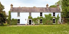 Real Homes: Making Your Dream Home a Reality Irish Cottage, Old Cottage, Cottage Homes, Modern Farmhouse Style, Farmhouse Style Decorating, Old Houses, Farm Houses, Country Houses, Country Life