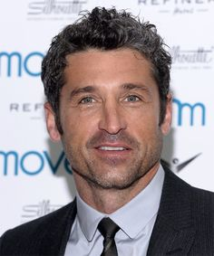 View yourself with Patrick Dempsey hairstyles and hair colors. View styling steps and see which Patrick Dempsey hairstyles suit you best. Grecian Hairstyles, Cool Hairstyles, Patrick Dempsey Le Mans, Lob, Short Curly Hair, Short Hair Styles, Curly Hairstyle, Diy Beauty Items, Patrick Demsey
