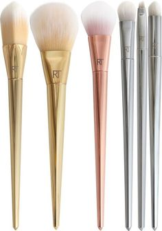 Fans of Real Techniques Makeup Brushes you're in for a treat this Spring! The Real Techniques Bold Metals Makeup Brush Collection is a new permanent Kiss Makeup, Love Makeup, Makeup Art, Fairy Makeup, Makeup Stuff, Crazy Makeup, Mermaid Makeup, Cheap Mac Makeup, Makeup Dupes
