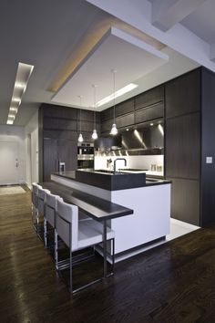 I want a kitchen like this with no brown! No wood cabinets, no earthy-colored countertops. Sleek please!