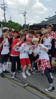 Image discovered by Find images and videos about kpop, Seventeen and mingyu on We Heart It - the app to get lost in what you love. Jeonghan, Wonwoo, Seungkwan, Going Seventeen, Seventeen Memes, Seventeen Woozi, Seventeen Debut, Seventeen Scoups, Seventeen Wallpaper Kpop