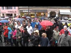 Dancing Cha Cha Cha - mitten in Innsbruck! Innsbruck, Times Square, Street View, Dance, Action, Sports, 2016 Movies, Dancing, Group Action