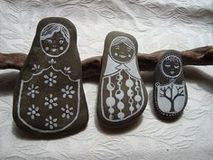 Stone Dolls There is something so soothing about these Russian doll rocks. Get the scoop at Maya*Made. Pebble Painting, Pebble Art, Stone Painting, Stone Crafts, Rock Crafts, Diy Crafts, Popular Crafts, Rock And Pebbles, Doll Painting
