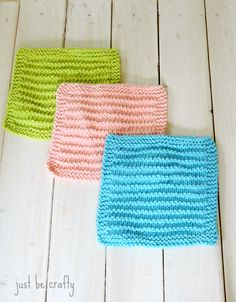 These Easy Farmhouse Kitchen Dishcloths are the perfect knitting pattern for beginners. Using only knit and purl stitches, this free knitted dishcloth pattern is easy enough for even beginning knitters to master quickly. Knitted Washcloth Patterns, Knitted Washcloths, Dishcloth Knitting Patterns, Crochet Dishcloths, Knit Or Crochet, Knit Patterns, Knitted Bags, Knitted Gifts, Easy Knitting