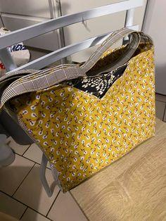 Sac Mambo en jaune et noir cousu par Mathilde - Patron Sacôtin