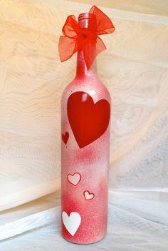 Valentine's Day Wine Bottle / Cute & Classy Wine by Hinzpirations Old Wine Bottles, Wine Bottle Corks, Glass Bottle Crafts, Painted Wine Bottles, Diy Bottle, Glass Bottles, Decorated Bottles, Wine Glass, Valentines Day Wine