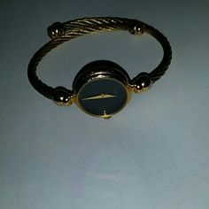 Gucci watch 100% Authentic gold rope rap very nice any questions let me know. Bracelet like its a dress up an down ware every day ware. Gucci Jewelry Bracelets