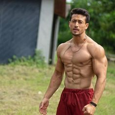 fitness no pain no gain homme musculation muscles thé modèles Tiger Shroff Body, Nutrition Sportive, Tiger Love, Fitness Models, Hommes Sexy, Shirtless Men, Bollywood Stars, Muscle Men, Male Body