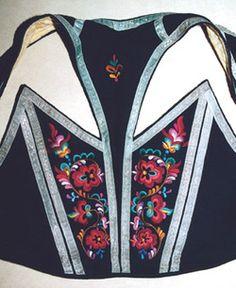 Frå tradisjonell klesskikk til bunad i Vest-Telemark - Magasinet Bunad Folk Costume, Costumes, Historical Costume, Norway, Adidas Jacket, Ethnic, Vest, Athletic, Clothing