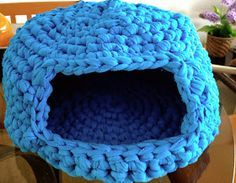 Cesto de Trapillo para Mascotas ~ Patrón Gratis en Español Gato Crochet, Knit Or Crochet, Free Crochet, Yarn Projects, Crochet Projects, Hamster Accessories, Crochet Pencil Case, Cat Basket, Cotton Cord