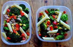Sałatka z makaronem, brokułami, papryką i kukurydzą | Fit jest Git