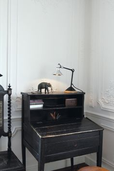 Table Lampe Gras black and chrome (Lamp Grass) Painted Furniture, Home Furniture, Vintage Furniture, Dcw Editions, Lampe Gras, Interior And Exterior, Interior Design, Black Desk, Piece A Vivre