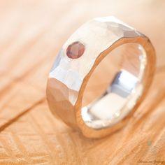 Geschmiedeter Ring aus 925er Silber mit Granat http://www.goldschmiede-von-gruenberg.com/ringe-aus-silber/25-geschmiedeter-ring-mit-granat.html