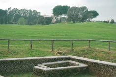 Lo Sheraton Golf 2 visto dal fairway della buca 18 del nostro campo da Golf con un primo piano delle rovine Romane del I secolo AC. Sheraton Golf 2 as seen from fairway 18 of our golf course with 1st Century BC ruins of a Roman dwelling in the foreground.