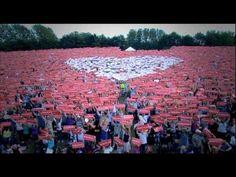 Biggest flashmob ever - Dutch Christians encourage Japanese (long)