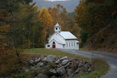West Virginia Country Church - The little thins - Event planning, Personal celebration, Hosting occasions Abandoned Churches, Old Churches, Virginia Homes, West Virginia, Virginia Occidental, Old Time Religion, Old Country Churches, Country Roads, Church Pictures
