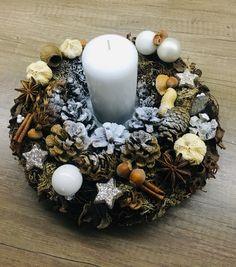 Vianoce Christmas Wreaths, Christmas Decorations, Table Decorations, Holiday Decor, Home Decor, Decoration Home, Room Decor, Home Interior Design, Christmas Decor