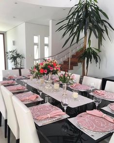 Bom dia com essa produção lindíssima da nossa querida Alessandra! Place Settings, Table Settings, May House, Dining Area Design, Dinning Room Tables, Table Manners, Diy Farmhouse Table, Table Set Up, Kitchen Curtains