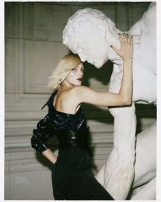 Anja Rubik is captured by Lachlan Bailey for Vogue Paris May Styled by Geraldine Saglio. hair by Marc Lopez. Make-up by Lisa Butler. Anja Rubik, Vogue Editorial, Editorial Fashion, Fashion Photography Inspiration, Beauty Photography, Editorial Photography, Vogue Paris, Tim Walker, Mon Paris Ysl