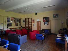 Common room       Sherborne:  Un curso para todas las edades, en pleno campo inglés.   La Sherborne Preparatory School, fundada el año 1885 muy cerca del centro de la histórica ciudad de Sherborne, es una de las escuelas primarias más prestigiosas del país. La escuela está situada en un campus muy agradable con edificios antiguos y modernos en medio de doce acres de zona verde y atractivos jardines.   #WeLoveBS #inglés #idiomas   #ReinoUnido #RegneUnit #UK  #Inglaterra #Anglaterra