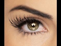 Fill an old mascara container with: Castor Oil, Vitamin E Oil, Aloe Vera Gel. Mix and apply a light layer to lashes every night. Castor oil thickens your lashes while aloe vera gel lengthens. Vitamin E accelerates length. Give it a month for results. Beauty Make-up, Beauty Secrets, Beauty Hacks, Fashion Beauty, Ageless Beauty, Beauty Full, Do It Yourself Inspiration, Mascara Wands, Mascara Brush